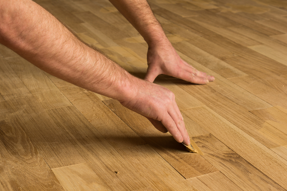filling-hardwood-floor