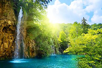 Водопад в парке Плитвицкие озера. Хорватия.  (Код изображения: 01002)