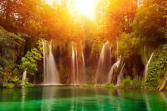 Водопад в парке Плитвицкие озера, Хорватия. (Код изображения: 01004)