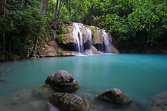 Водопад и голубое озеро, Тайланд. (Код изображения: 01014)