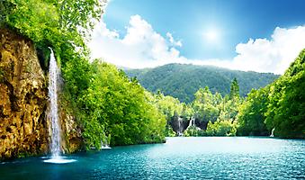 Водопад в глубине леса, Хорватия. (Код изображения: 01016)
