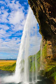 Вид из-за водопада, Исландия. (Код изображения: 01021)