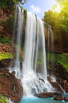 Водопад в тропическом лесу. (Код изображения: 01022)