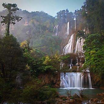 Водопад в джунглях (Каталог номер: 01032)