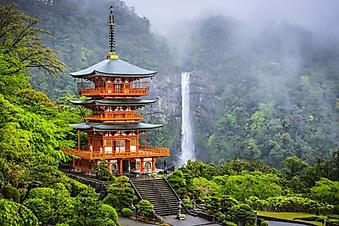 Водопад у пагоды в Японии (Каталог номер: 01060)