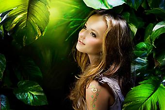 Девочка в джунглях. (Код изображения: 10011)