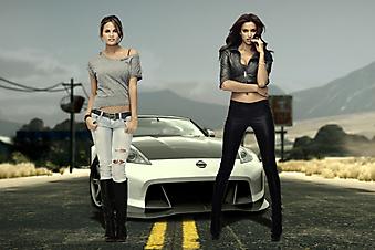 Девушки на фоне спортивной машины. Need for speed. (Код изображения: 10181)