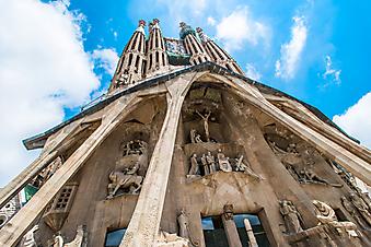 Храм святого семейства, Испания. (Код изображения: 16019)