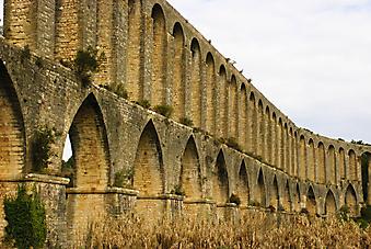 Арки римского акведука, Португалия. (Код изображения: 16021)