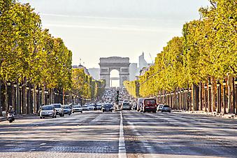 Елисейские поля на фоне Триумфальной арки. Париж (Код изображения: 16053)