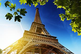 Блики солнца на Эйфелевой башне. Париж (Код изображения: 16084)