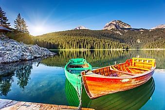 Лодки на горном озере (Каталог номер: 19080)