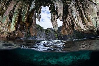 Сталактитовая пещера у моря (Каталог номер: 19118)