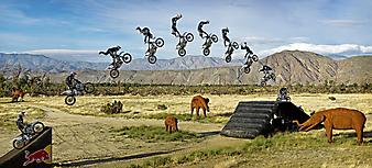 Прыжок на мотоцикле в мотокроссе. (Код изображения: 20024)