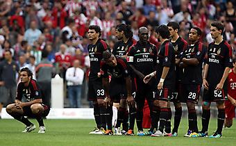 Групповая фотография футбольной команды Милан, Италия. (Код изображения: 20032)