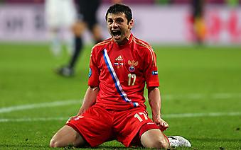 Алан Дзагоев после забитого за сборную России мяча. (Код изображения: 20039)