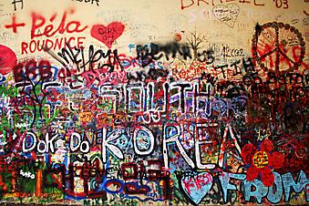 Граффити на стене. (Код изображения: 21024)