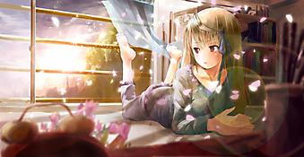 Скучающая девочка на кровати. (Код изображения: 23001)