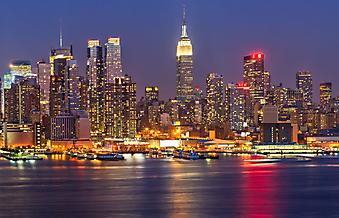Вид на ночной Манхэттен, Нью-йорк. (Код изображения: 02009)
