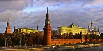 Стены московского Кремля на рассвете. (Код изображения: 02113)