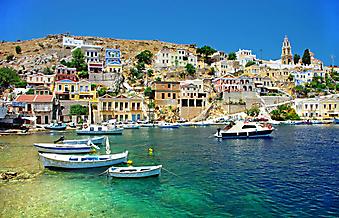 Разноцветные домики на побережье Греции. (Код изображения: 02157)