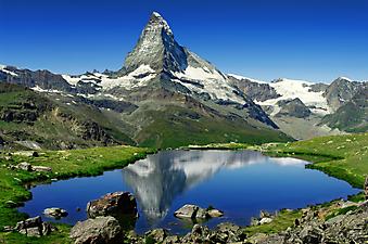 Красивое озеро в горах. (Код изображения: 03008)