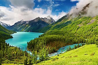 Горное озера с бирюзовой водой. (код изображения: 03019)