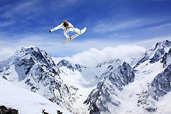 Сноубордист в горах. (код изображения: 03021)