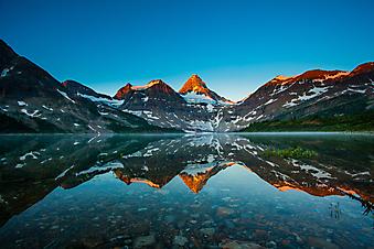 Озеро на восходе солнца, Альберта, Канада. (Код изображения: 03027)