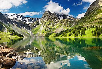 Горное озеро. (Код изображения: 03032)