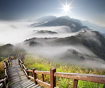 Облака в горах. (Код изображения: 03042)