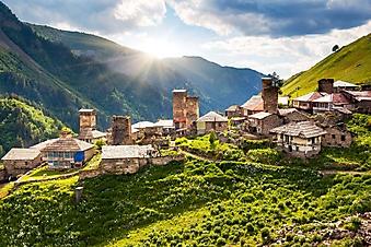 Высокогорная деревушка в Кавказских горах (Каталог номер: 03072)