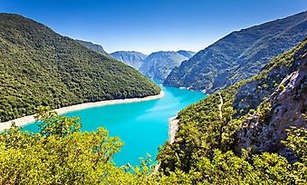 Горное озеро в Черногории (Каталог номер: 03075)