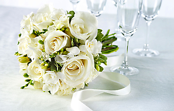Букет белых роз с лентой. (Код изображения: 09083)