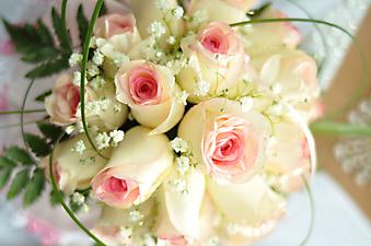 Букет бело-розовых роз. (Код изображения: 09187)