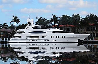 Роскошная яхта. (Код изображения: 13011)