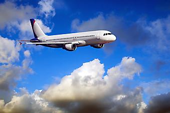 Самолет в облаках. (Код изображения: 13019)