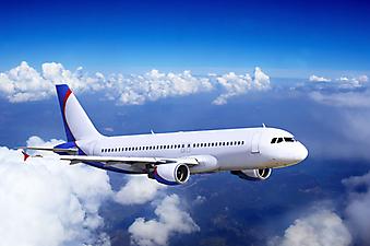 Самолет в облаках. (Код изображения: 13020)