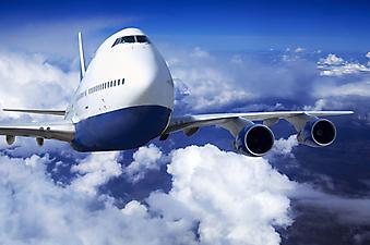 Самолет в облаках. (Код изображения: 13021)