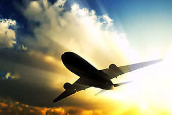 Самолет на закате. (Код изображения: 13027)