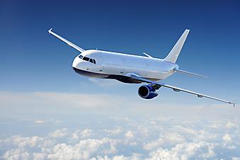 Самолет в облаках. (Код изображения: 13028)