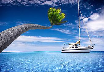 Парусник в тропической лагуне. (Код изображения: 13044)