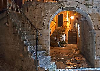 Ночной двор. (Код изображения: 14015)