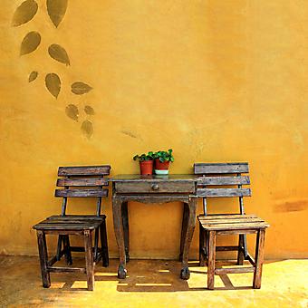 Деревянный стул и стол. (Код изображения: 14017)