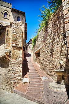 Улочка старого города. (Код изображения: 14028)