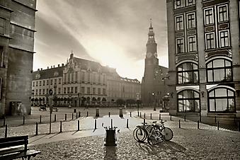 Площадь старого города на рассвете, черно-белое (Код изображения: 14046)