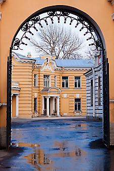 Двор Александро-Невской Лавры. Санкт-Петербург. (Код изображения: 14060)