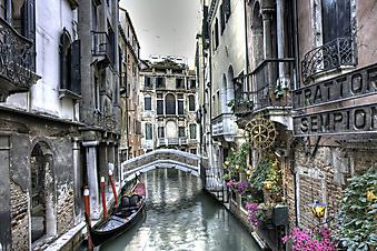 Маленький мост в Венеции. (Код изображения: 14061)