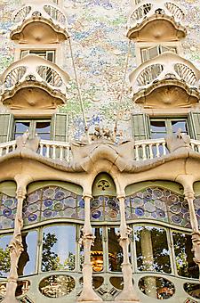 Фасад дома Бальо в Барселоне (Каталог номер: 14114)