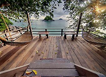 Терраса с гамаками. (Код изображения: 15008)